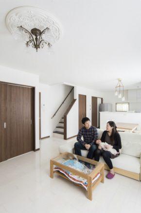 昼間は照明無しでも過ごせる、採光と通風に優れた明るいLDK<br /> 1階全室床暖房完備